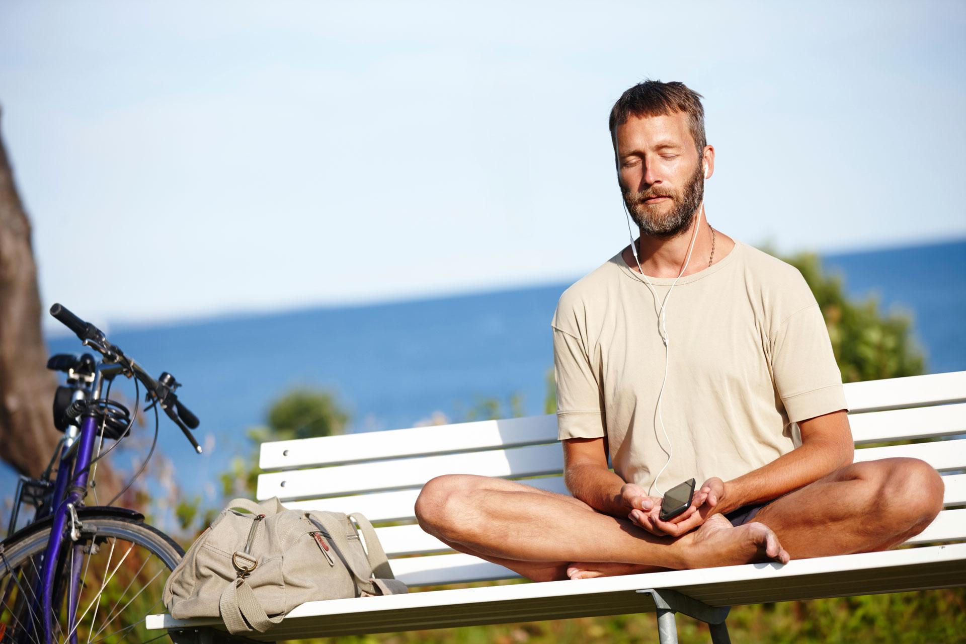 man-on-bench-53295618_web